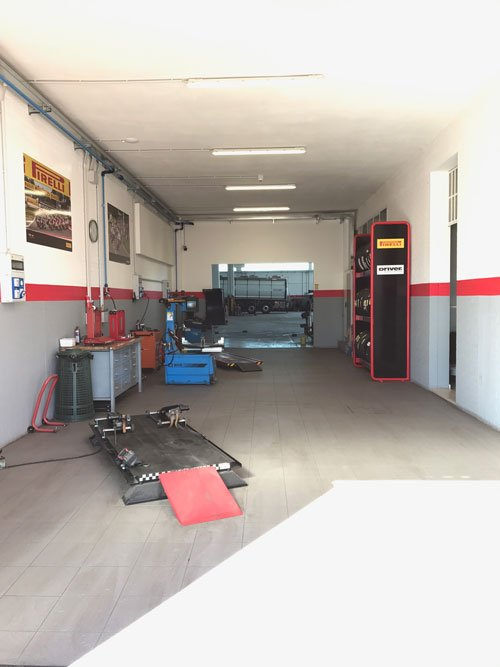 l'interno dell'officina