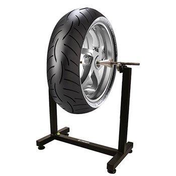 una ruota su un supporto in ferro