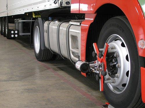 delle ruote di un camion