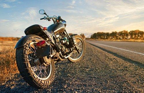motocicleta su strada