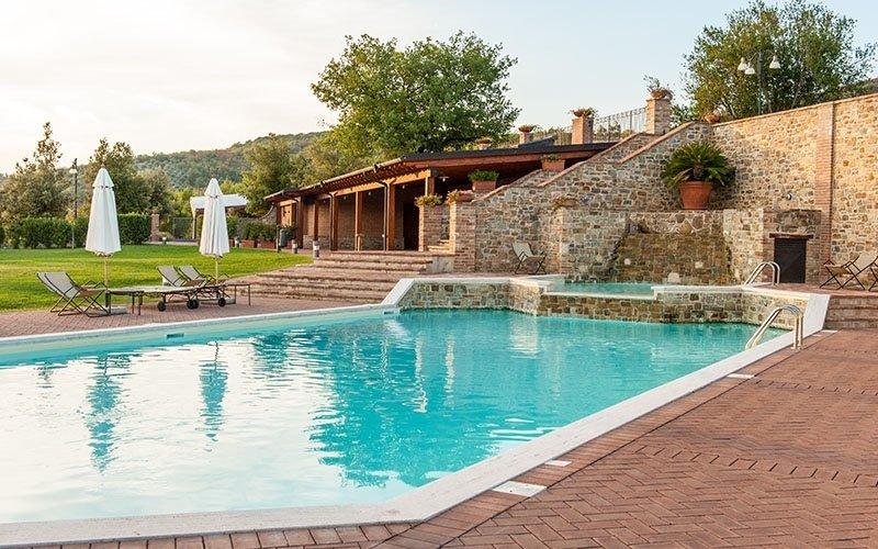 piscina esterna agriturismo