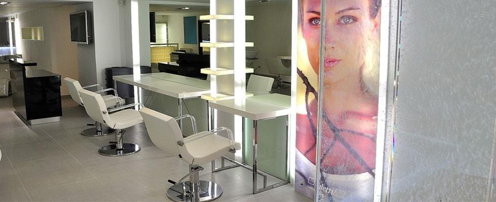 Allestimento negozi per parrucchieri roma design company for Arredamento parrucchieri outlet
