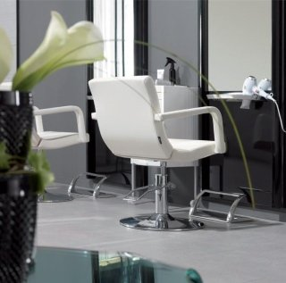 Poltrone per parrucchieri roma design company for Arredamento parrucchieri outlet