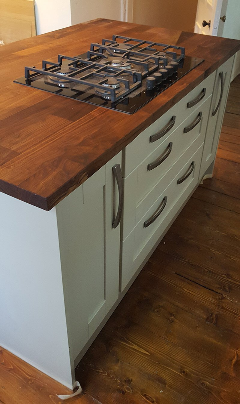 Spacious kitchen cabinets