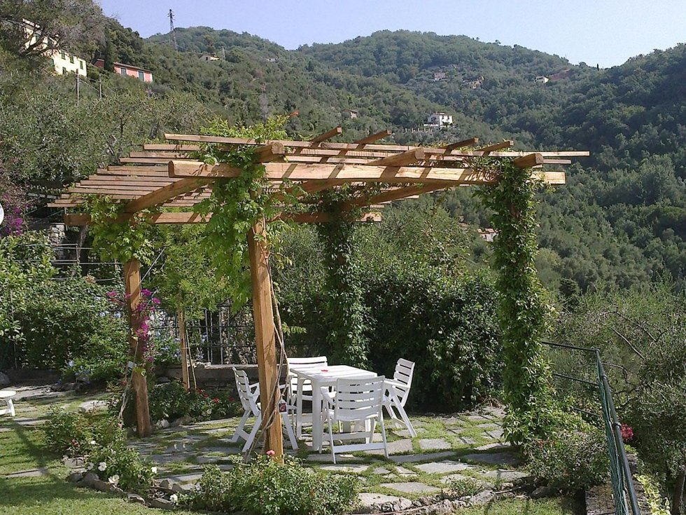 gazebo realizzato in giardino privato