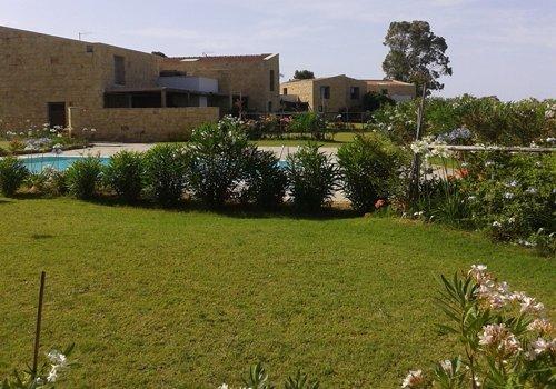 casa vacanza con piscina a due passi dal mare