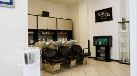 angolo shampoo nel salone di parrucchieri