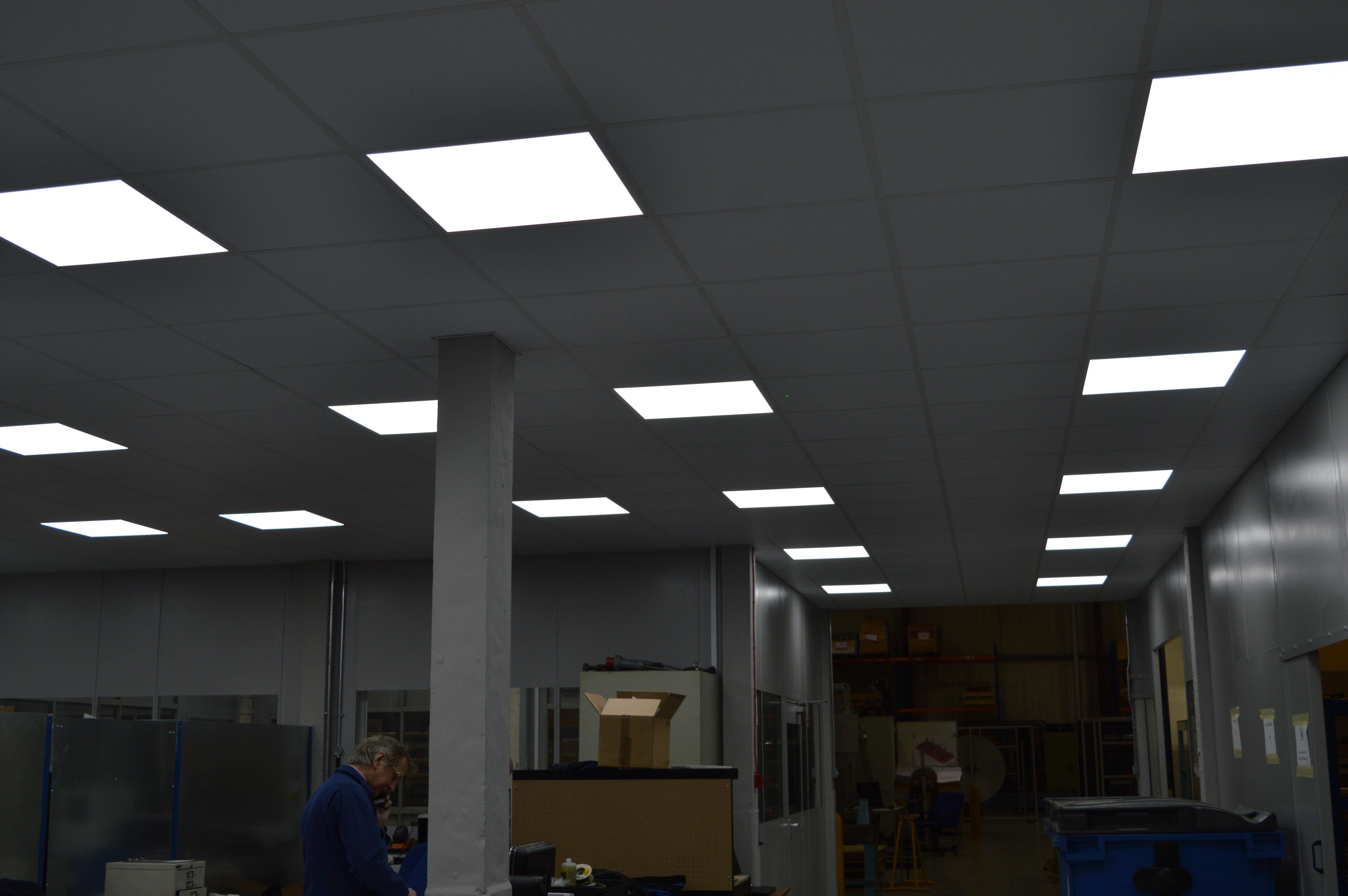 Illuminated suspended ceiling