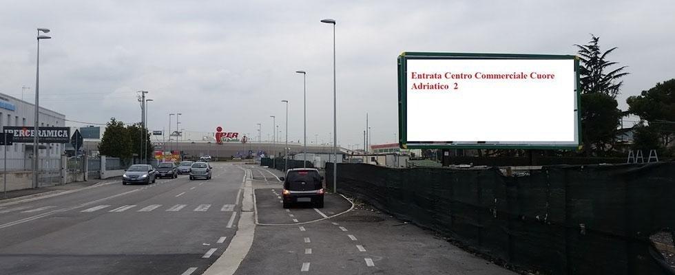 cartellone stradale per pubblicità e promozione