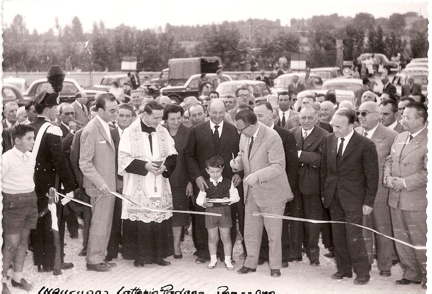Foto storica dell'inaugurazione della Latteria Padana