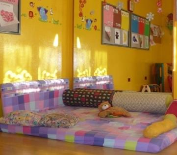 Tappetone per i bambini nella sala interna