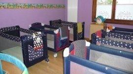 Sala con i lettini per i bambini,nidi d