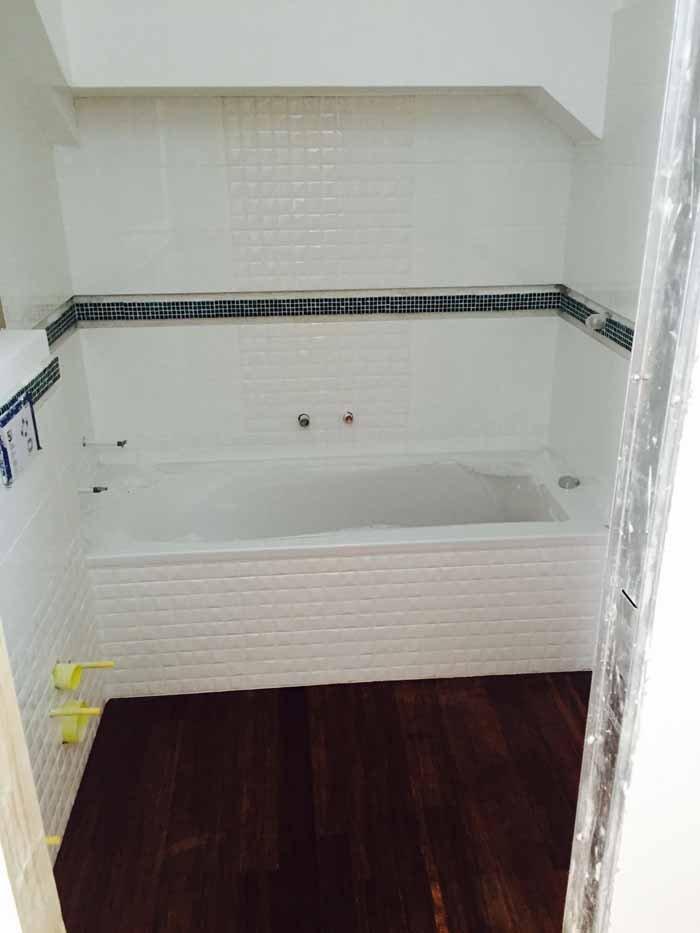 vista di un lavabo in costruzione