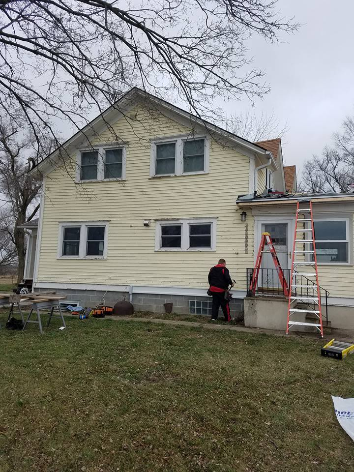 Siding contractor working on Lincoln House
