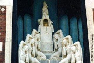 restauro tomba in marmo