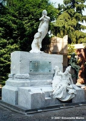 monumento marmo bianco restaurato