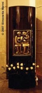 pilastro in granito nero
