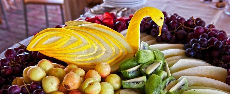 melone giallo tagliato a forma di cigno