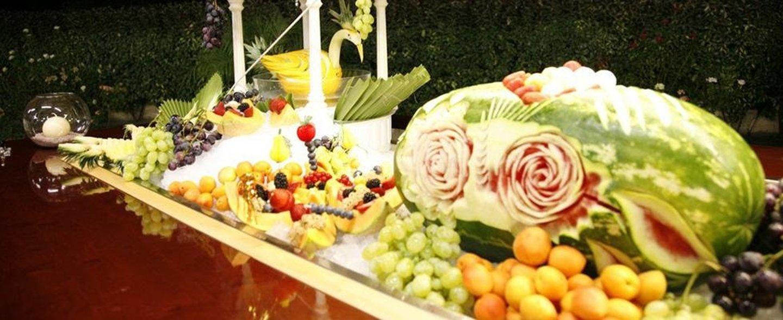 vassoio di frutta fresca