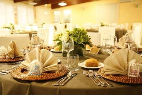 tavolo con posate eleganti
