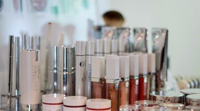 Image of a range of neatly arranged makeups and cosmetics