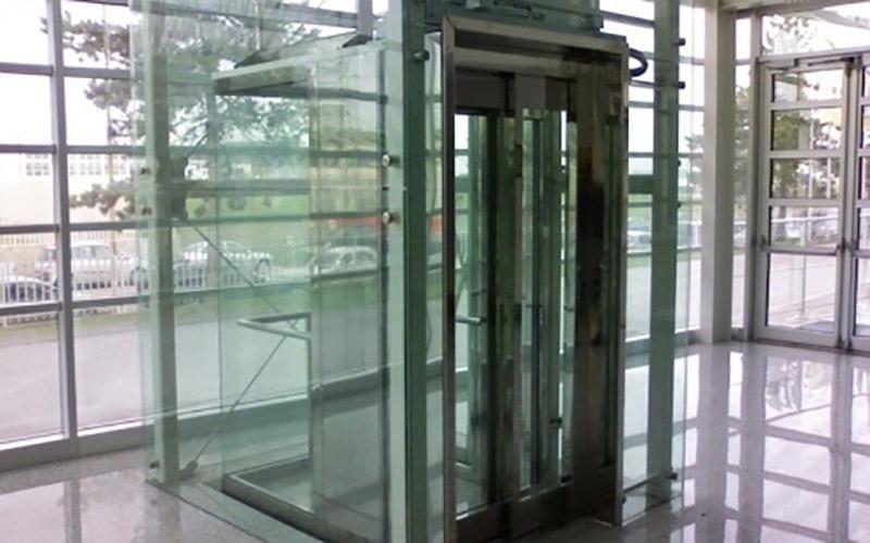 ascensore con vetrata