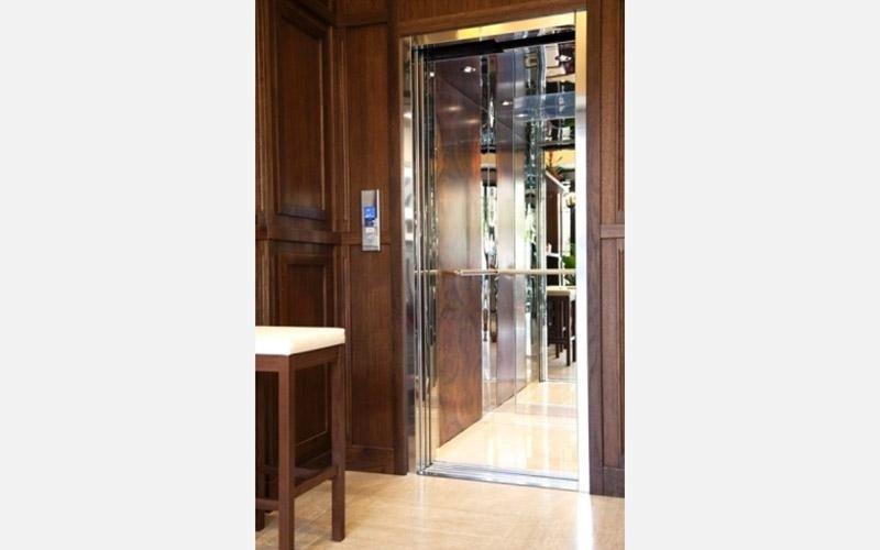 esterno cabina ascensore