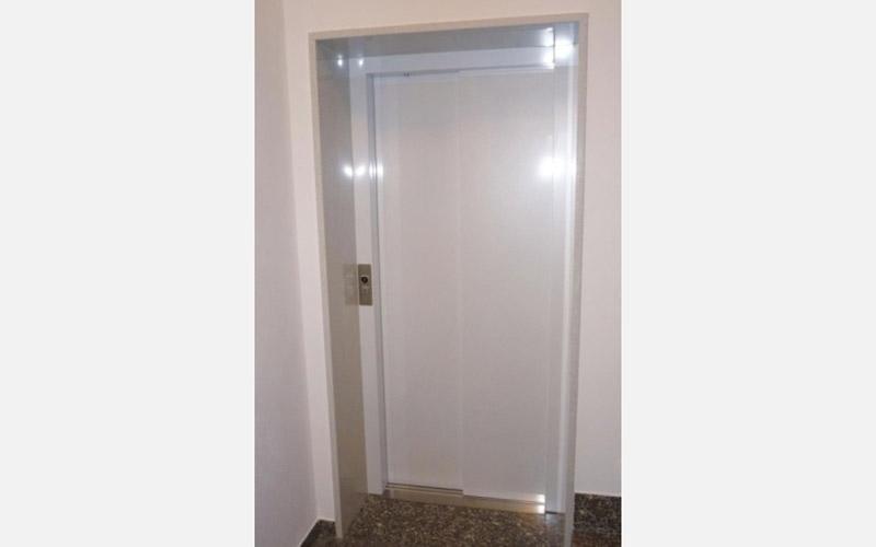 porta ascensore palazzo
