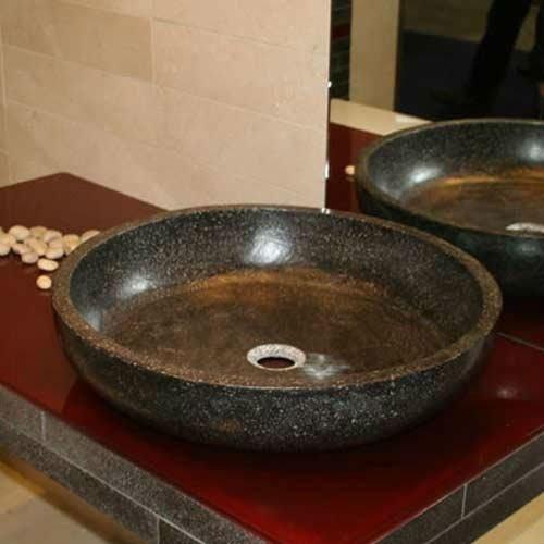 lavandino di un bagno in marmo