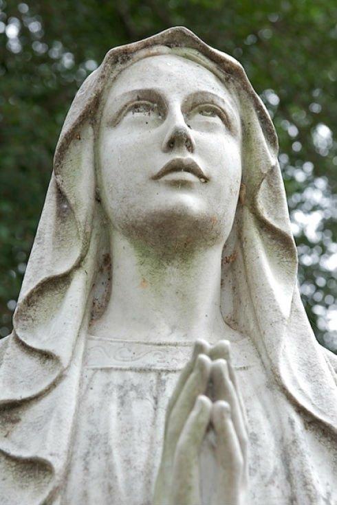 statua madonna in marmo bianco