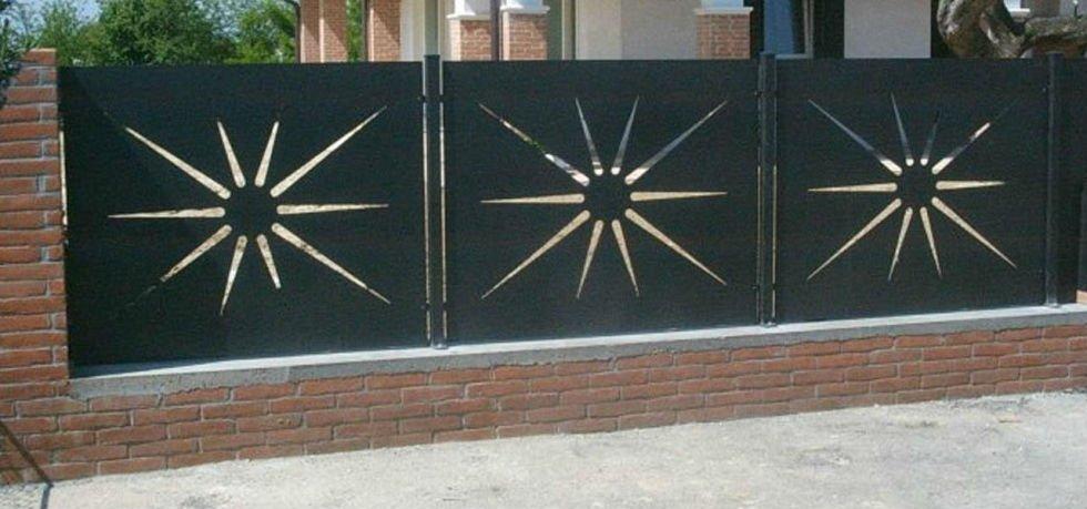 muro con recinzione di ferro