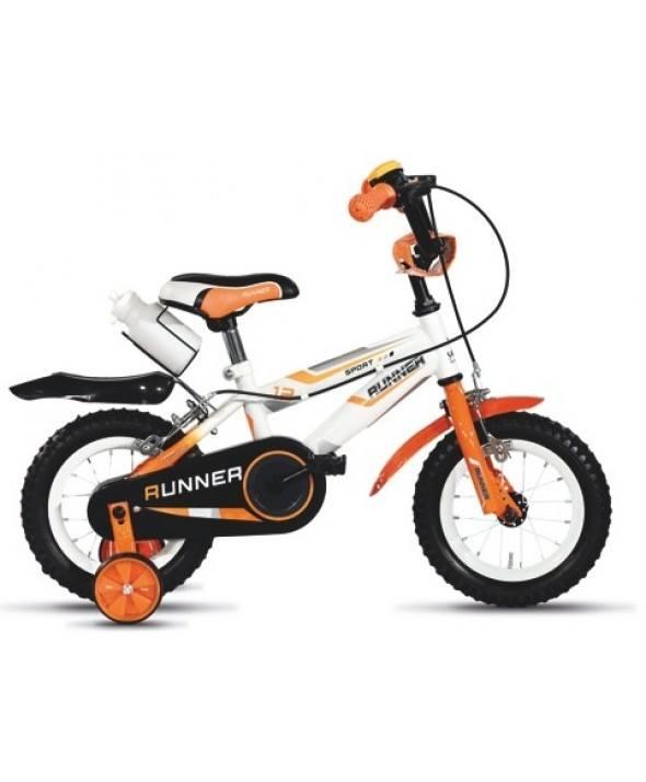 Bicicletta bianca e arancio del bambino con ruote di sicurezza