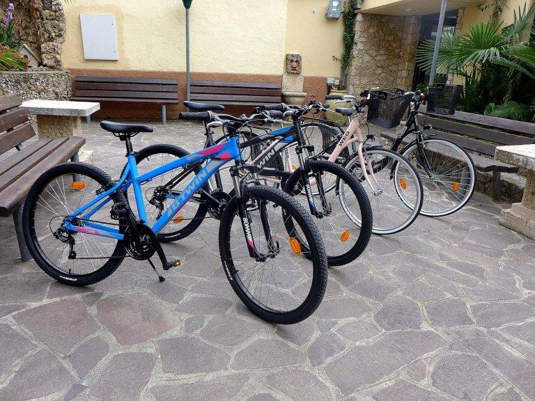 noleggio biciclette (visuale laterale)