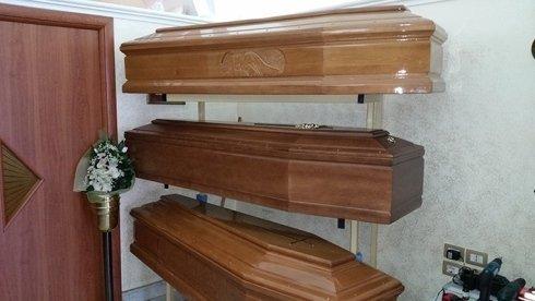 La onoranze funebri La Fiaccola vanta diversi modelli di cassa funebre.