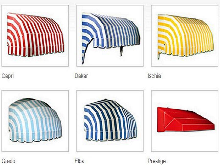 Ombrelloni e parasoli di diversi colori