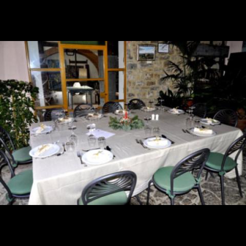 La sala interna del Ristorante Cantinetta Sassolini è stata arredata con molta cura e raffinatezza