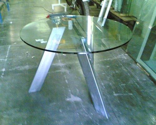 Tavolino realizzato in vetro temperato
