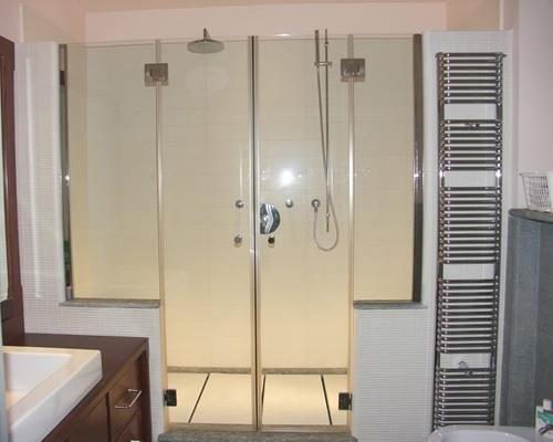 Cabina doccia con porte in cristallo