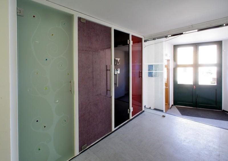 porta decorata con tecnica sabbiatura