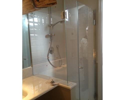 Cabina doccia angolare con pareti in cristallo