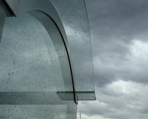 Pensilina in vetro antisfondamento