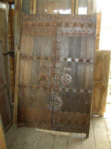 un portone antico in legno