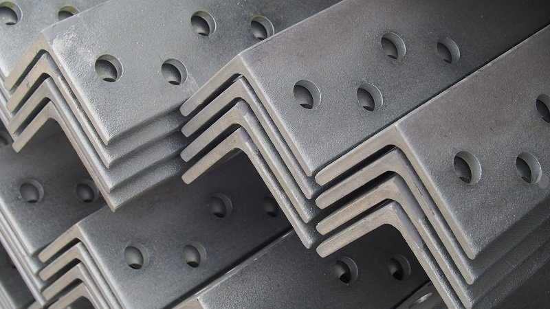 articoli in metallo dopo lavorazione di tornitura