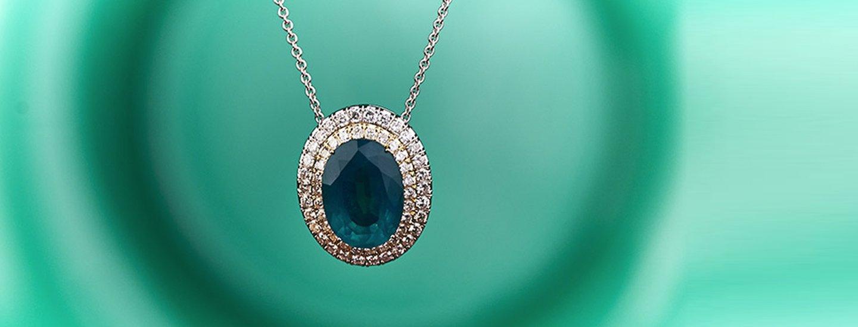 ciondolo con diamantini e smeraldo