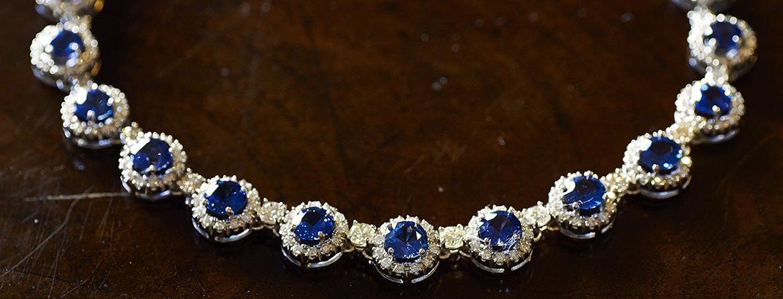 collana con pietre blu