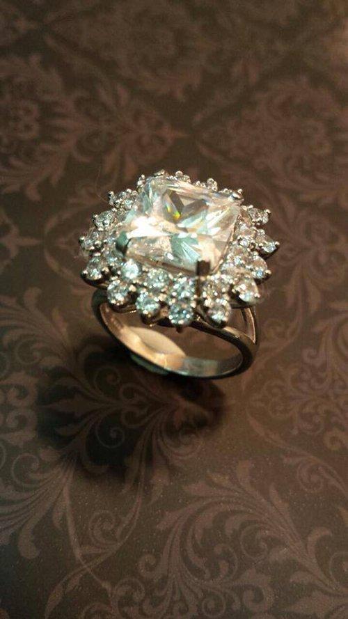 anello a forma di fiore