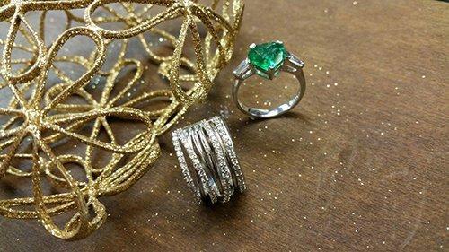 due anelli di diversa forma