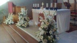 allestimento chiesa, addobbi floreali, fiori freschi