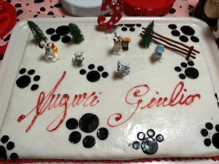 torta con glassa bianca