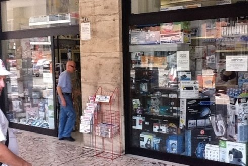 Il negozio è specializzato nella vendita di telefoni e accessori per la telefonia.
